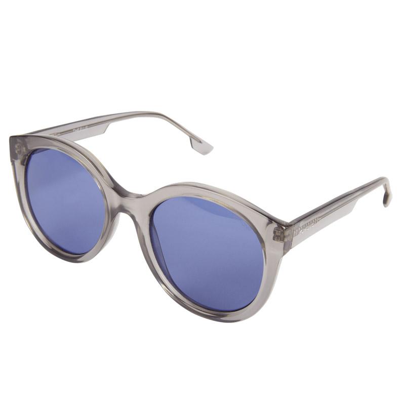 3e0fdf41b79909 Komono Sunglasses Olivia black, solid smoke lenses cat-eye, side view